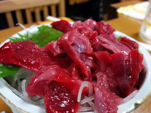 モウカザメというサメの心臓を切り身にしたもので、気仙沼では非常にポピュラーな食べ物